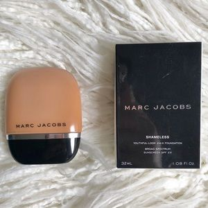 Marc Jacobs Shameless foundation -Y440